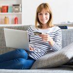 Femeile cumpara influentate de social media