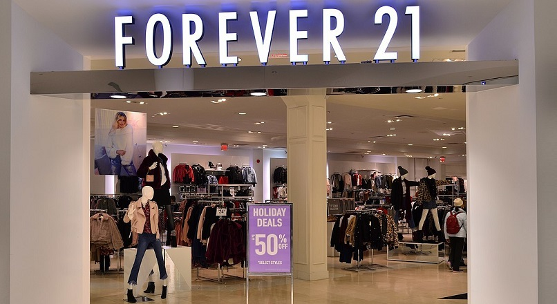 Forever 21 inchide 350 de magazine fizice din SUA, Asia si Europa (VIDEO)