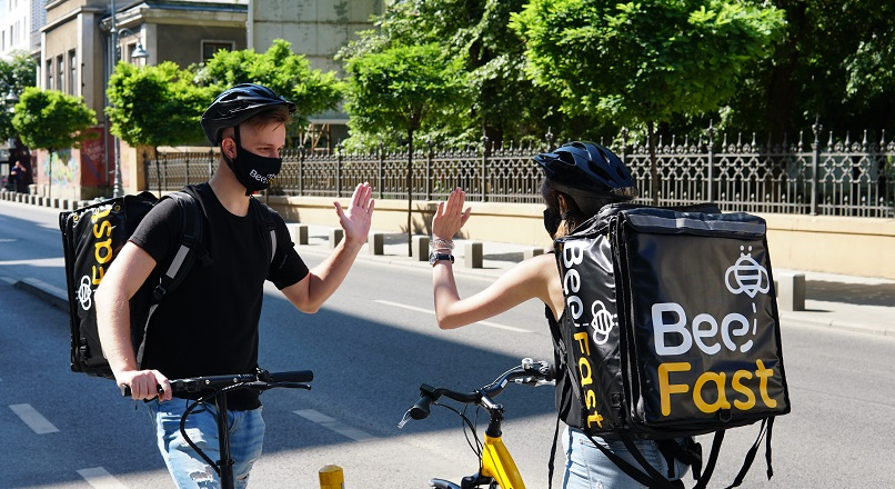 Start-up-ul de curierat BeeFast, afaceri de 250.000 €, pe fondul pandemiei